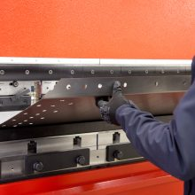 Amada HFE 1003 achieving consistent bending during production